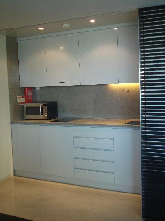 Aqualuz Suite Hotel Apartamentos: Kitchen