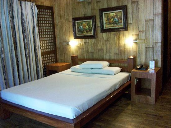 Cebu White Sands Resort & Spa: Deluxe Room