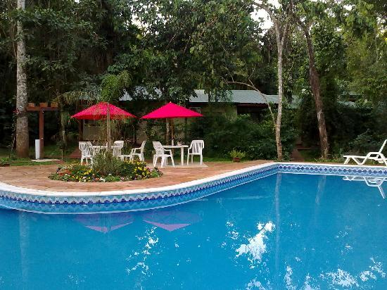 Cabanas Luces de la Selva: piscina