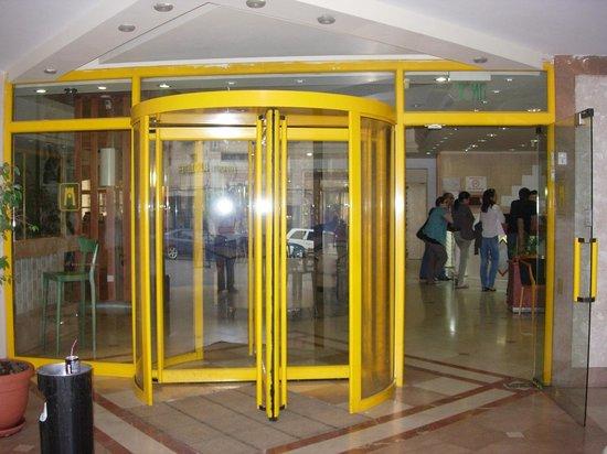 Jerusalem Tower Hotel: fachada de acceso al lobby del hotel