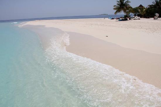 Villingili: 水上コーテジ近くの砂浜
