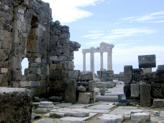Colakli, Turkey: ruins in side