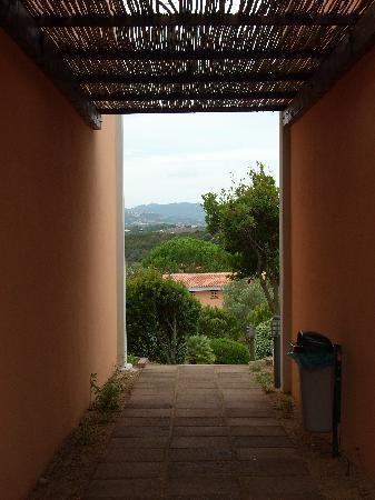 Residence Costa Serena : VISIONE PORTA DELLA STANZA DEL RESIDENCE