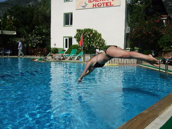 Balkaya Hotel: My daughter diving in - pool was great!