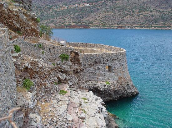 Elounda, Greece: Walk along the wall