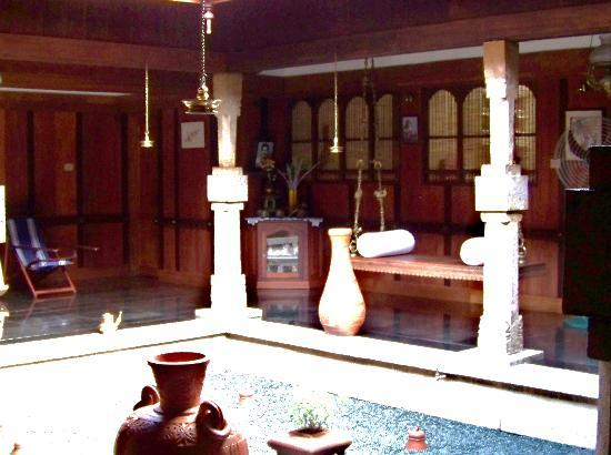 Meenachil Enclave Homestay : open courtyard inside the house
