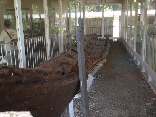 Balangay Shrine Museum: balangay boat
