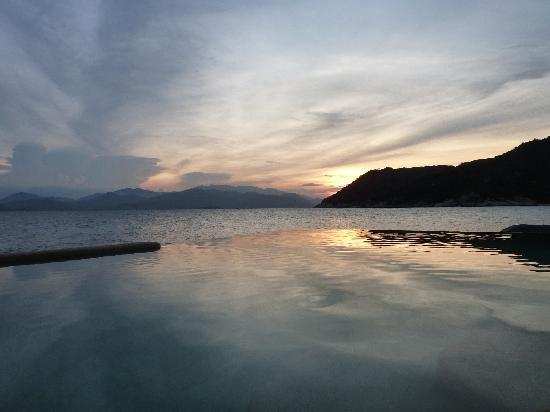 Six Senses Ninh Van Bay: Sunset from Sea Villa 4