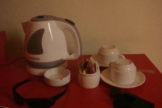Replica Inn - Bukit Bintang : coffee and tea making facilitites