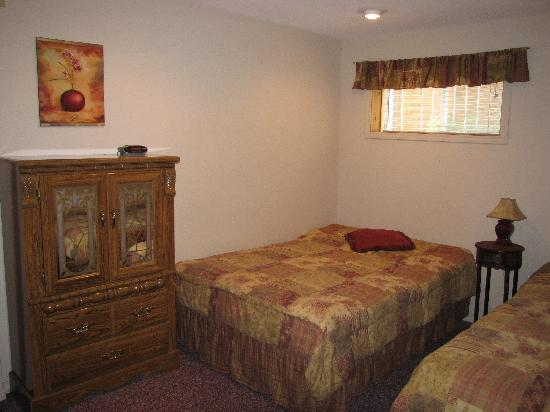 All Seasons Accommodations: Double Bedroom