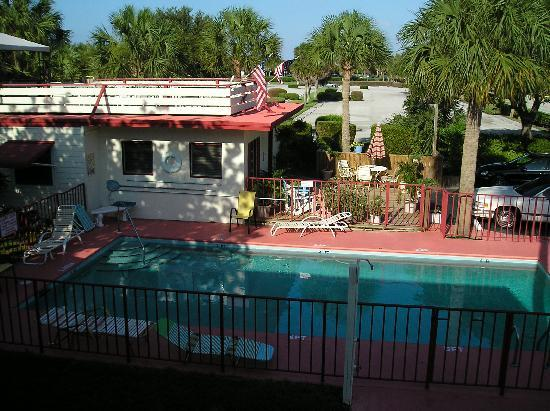 Sea Spray Inn: Sea Spray Garden Motel Pool view