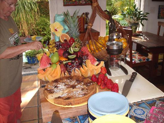 Key West Bed and Breakfast: the breakfast table