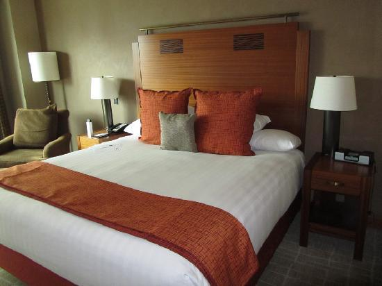 Grand King Size Bed