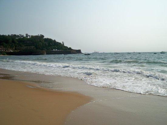 Lucia Beach Guest House: Candolim Beach