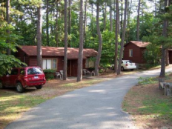 Tall Pines Inn: Duplex Cabins