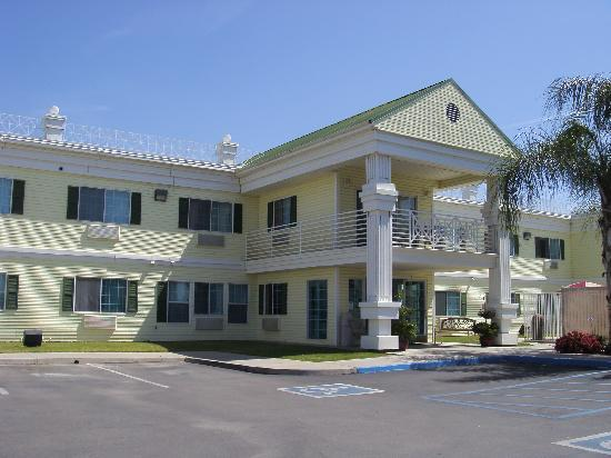 Exeter, Californië: Front of the hotel