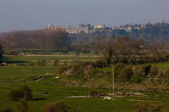 The Thatched Barn : The view to Arundel Castle