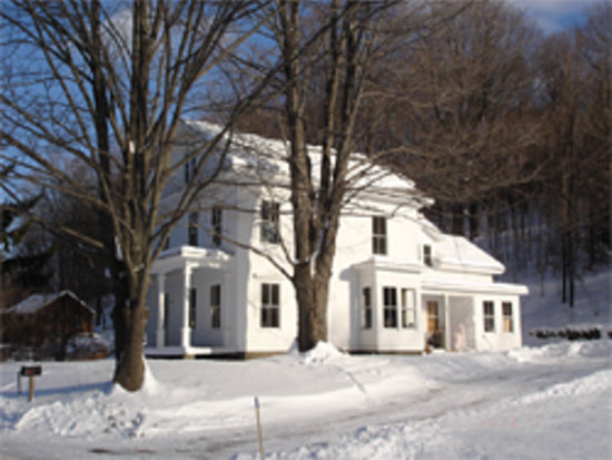 The House in Pumpkin Hollow Bed and Breakfast: The house in winter