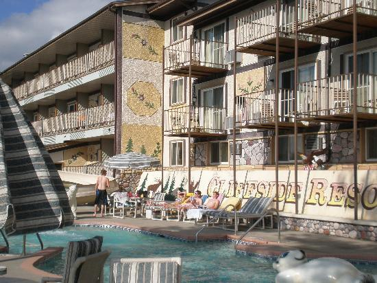 Cliffside Resort & Suites: pool area