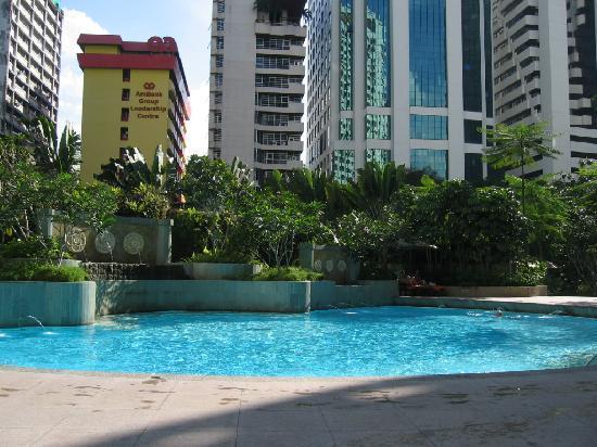 Swimming pool picture of shangri la hotel kuala lumpur - Piccolo hotel kuala lumpur swimming pool ...