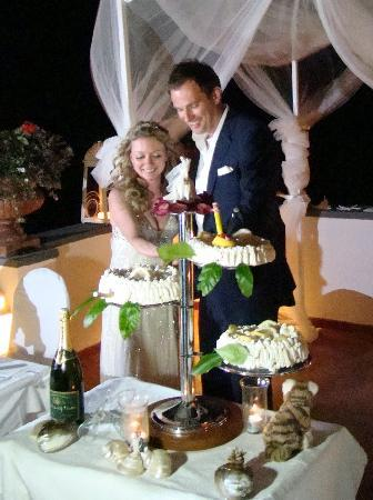Villa Fiorentino: Cutting the cake