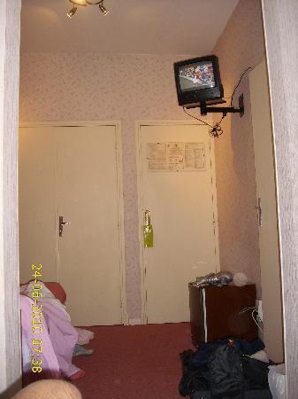 Logis Le Relais Imperial : l'ingresso con il terzo letto.