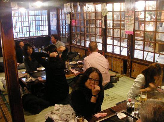 Asakusa Okonomiyaki Sometaro : Interior del restaurante