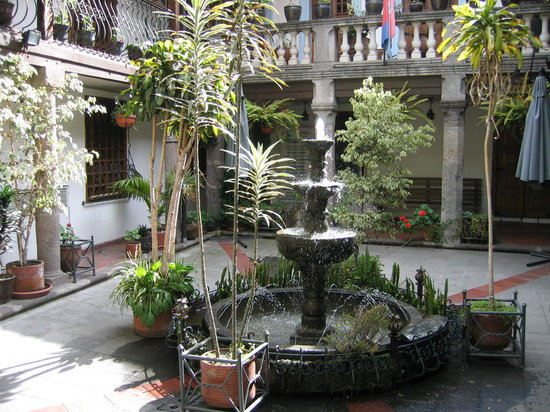 ‪‪Hotel San Francisco de Quito‬: Interior courtyard view on the ground floor‬