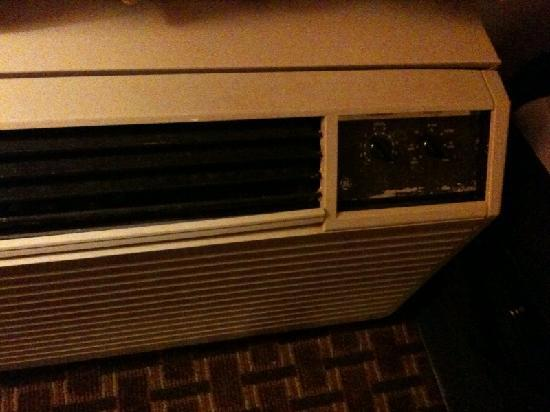 BEST WESTERN Central Inn: Air Conditioner