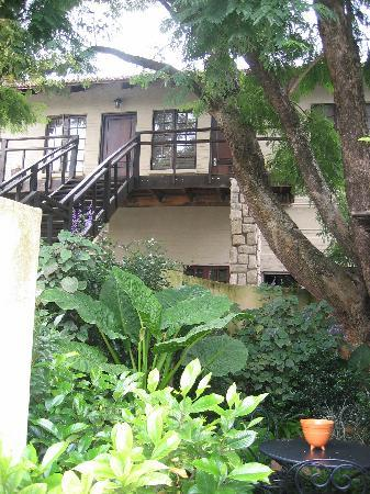 Amanzi Guest House: view from the graden