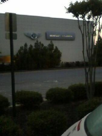 อัลฟาเรตตา, จอร์เจีย: Next to the Bentley dealership