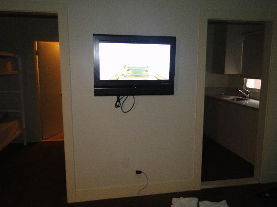 Cadillac Hotel: TV in room