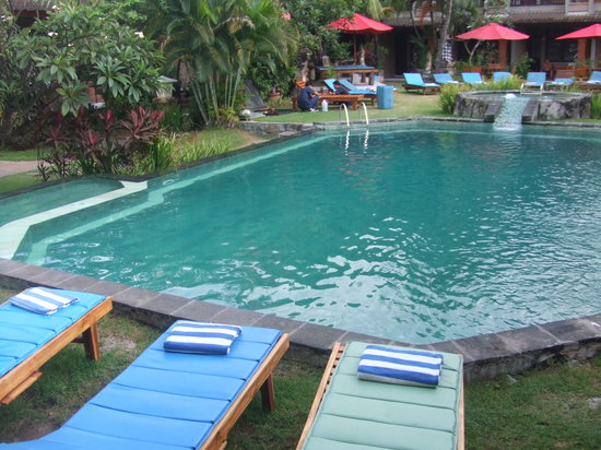 Ina Inn Bungalows: プール