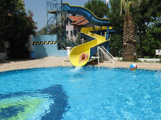 Blue Pearl Hotel & Apartments: Pool slide