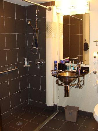 Hampton Inn Manhattan-SoHo: Bathroom