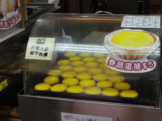 Tai Cheong Bakery: Piping hot dan tat!
