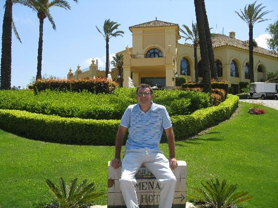 Sotogrande, Hiszpania: Outside the front of the hotel