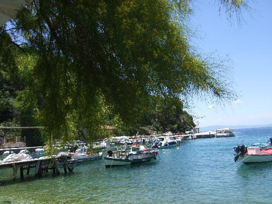 Agnondas Beach : agnondas boats