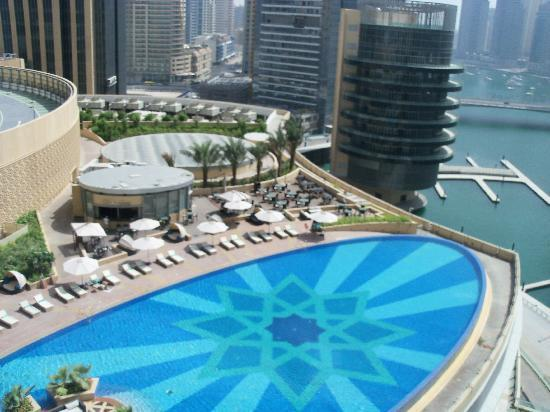Address Dubai Marina: Pool/marina view