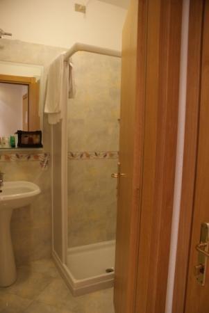 Garda Bellevue: A very good shower!