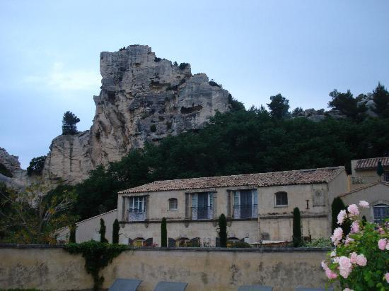 Baumaniere les Baux de Provence: view from patio and pool