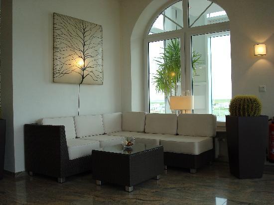 Upstalsboom Hotel Deichgraf: Sitzecke in der Lobby