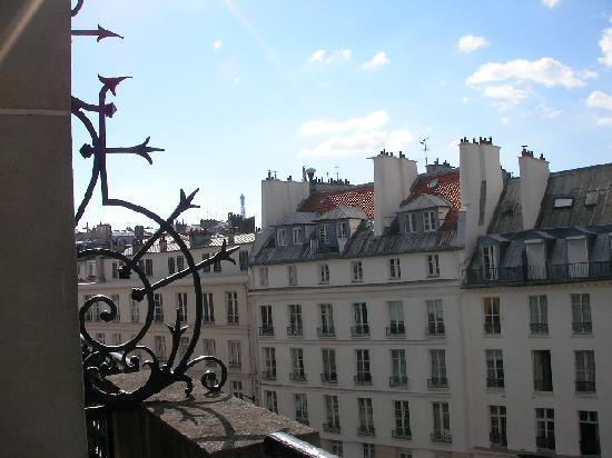 Hotel Pont Royal: バルコニーからエッフェル塔