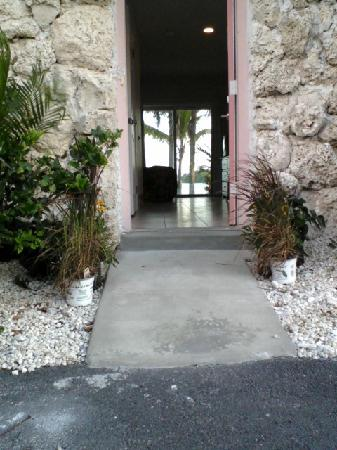 Ibis Bay Beach Resort: old coral walls and room that has beachfront access