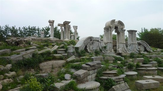 Old Summer Palace (Yuanmingyuan) : Some of the Ruins