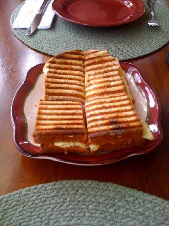 Plantation Oaks Inn: Fabulous panini (this was split between the two of us!)