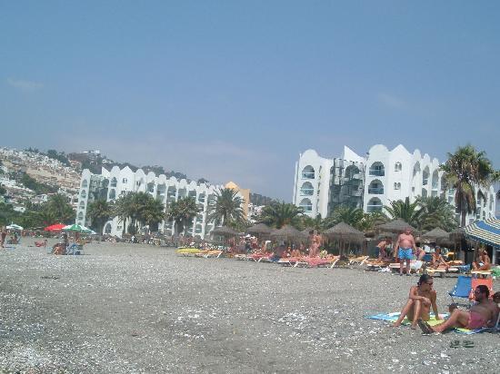 Marinas de Nerja Aparthotel: VISTA DESDE LA PLAYA