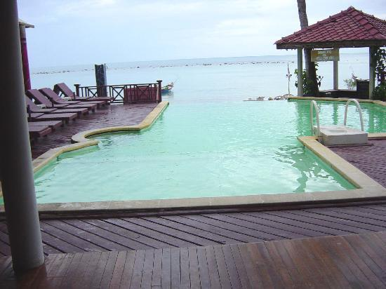 Chaweng Villa Beach Resort: View of Pool area