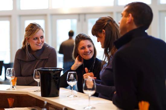 ชาร์ลอตส์วิลล์, เวอร์จิเนีย: Arcady Tour tasting at Pollak Vineyards