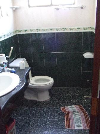 Golden Hotel: Badezimmer
